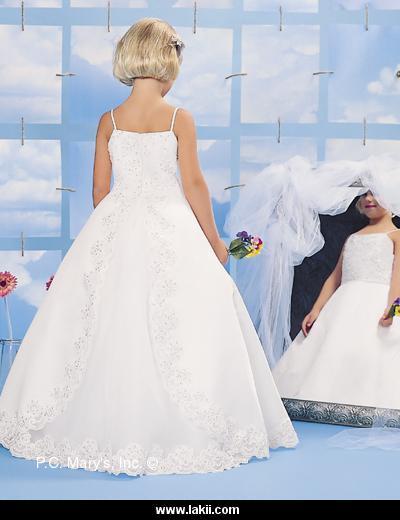 إيلي صعب Pronovias لعام 2013فساتين الزفاف 2012_2013 للمصممه عائشة المهيريفساتين