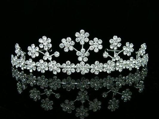 اجمل التيجان لأجمل العرائس على هامش